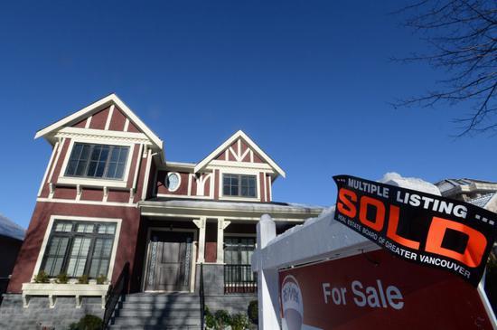 美国现房销售降至三年最低 按揭贷款利率出现小幅下降